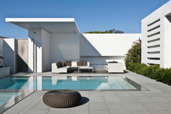 Pose d'un carrelage piscine grand format en grès Cerame à Draguignan